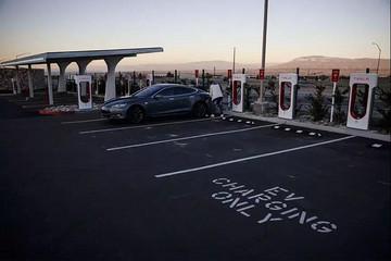 犹豫多年,汽车公司才意识到充电这件事求人不如求己