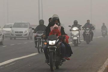 印度独辟蹊径,电动化先从两轮和三轮着手