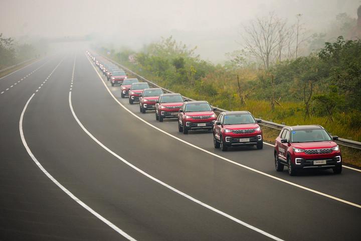 """挑战吉尼斯世界纪录TM荣誉""""最大规模的自动驾驶车巡游""""的车队"""