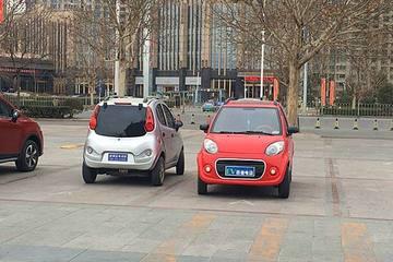 老年代步车踩刹车 微型电动车企业受益