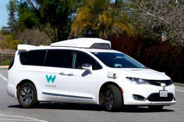 出于安全考量 Waymo将重新为无人驾驶车配备驾驶员