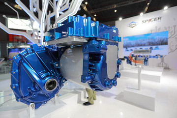 德纳增强型 TM4® MOTIVE™ 马达和逆变器发布, 为轻型车提供更佳扭矩和更长行驶里程