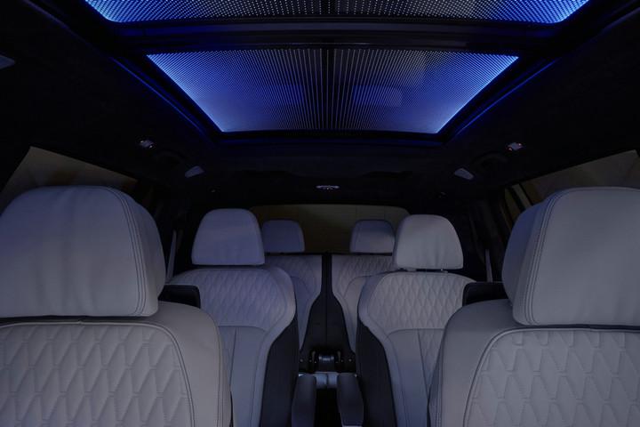 10. 创新BMW X7内饰星空全景天窗.jpg