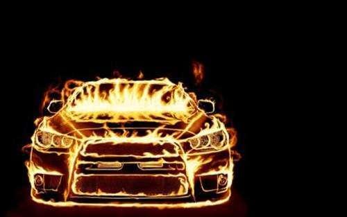 评特斯拉、蔚来自燃事件:比起火更可怕的,是车企藏着掖着不作为