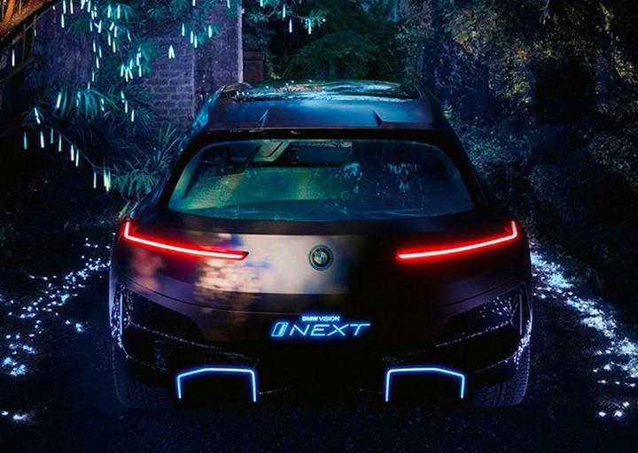 宝马全新电动SUV,造型科技感十足,续航高达700km