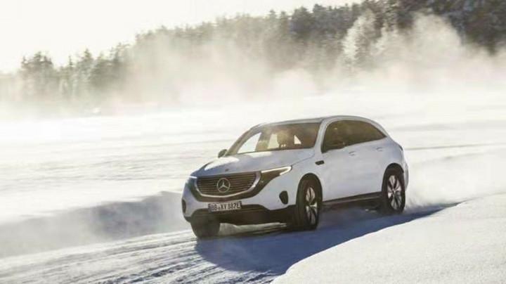 奔驰纯电动EQC瑞典试驾 操控内饰远远高于GLC