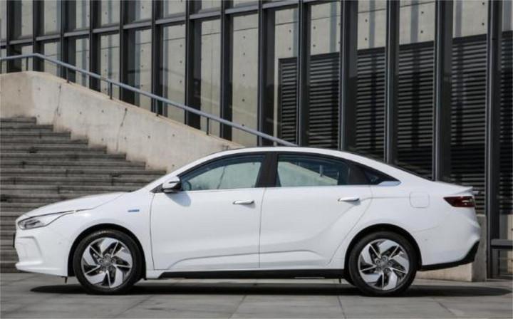 吉利新能源汽车被称为东方特斯拉 预售价15万元起,续航超500km