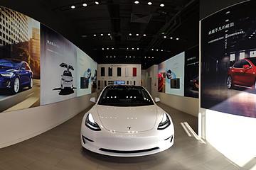 特斯拉model 3北京展厅有车了 没进目录 只能摸不能开