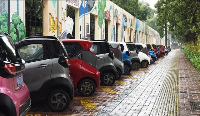 4.98万起,续航250km!市区代步首选宝骏新能源微型车E100