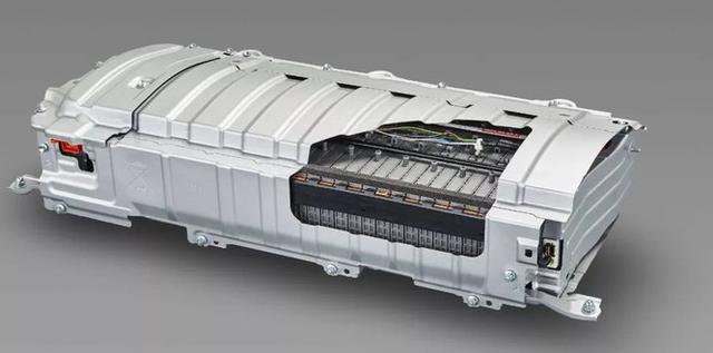 电池质保8年或12万公里,谁将率先达到衰减度20%?专家:都达不到