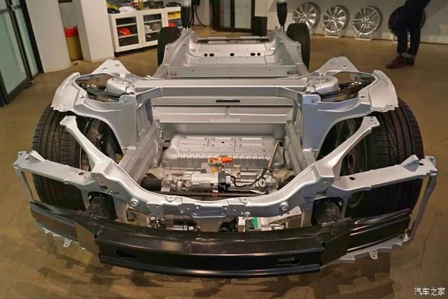 如果电动车发生碰撞,漏电和起火两者谁更危险?