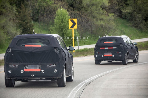 2021-chevy-bolt-electric-utility-vehicle-euv-spied-is-an-electric-crossover_14.jpg