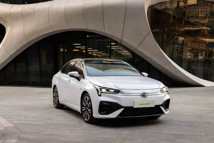 高端电动车市场:阶层固化,传统车企上升通道收紧