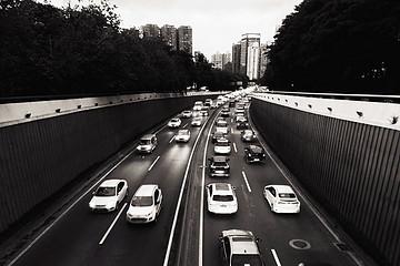 全年销量预测下调至-8%!疫情对车市冲击超出预期!2月乘用车零售销量同比下滑超七成