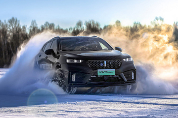 """智能四驱""""挑战""""冰雪赛道 VV7 PHEV试驾体验"""