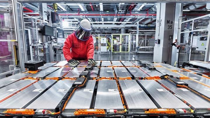 """德媒:电动车生产为""""地狱"""""""