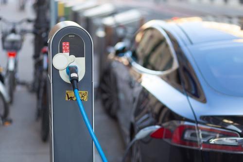 新能源汽车销量连续5月大幅下滑 行业专家预计:明年下半年回暖