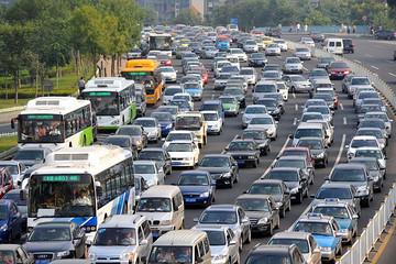 中国新车购买意向显示:消费者预算缩紧,关注多样化配置