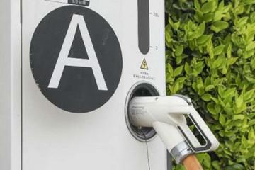 四大房企进军小区充电桩 能解决新能源汽车充电难吗