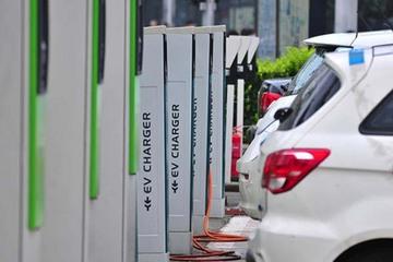 中石化助力海南推广清洁能源汽车 省内10座加油站安装40个充电桩