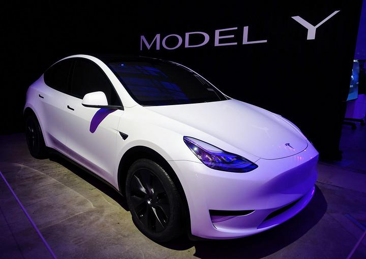 Tesla-Model-Y-White-CleanTechnica-Kyle-Field.jpg