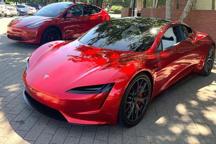 特斯拉首席設計師:量産版Roadster將比原型車表現更出色