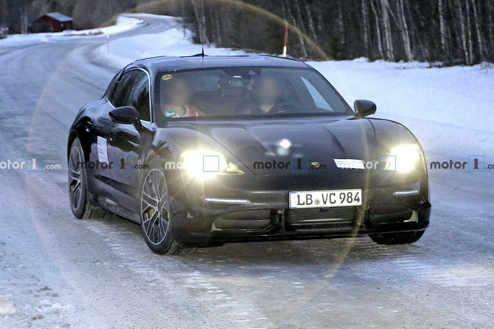 porsche-<a class='link' href='http://car.d1ev.com/audi-series-521/' target='_blank'>taycan</a>-cross-turismo-spy-photo.jpg