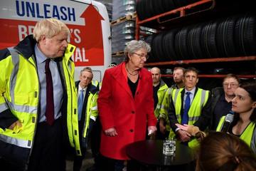 英国首相承诺脱欧后会保护企正常运营