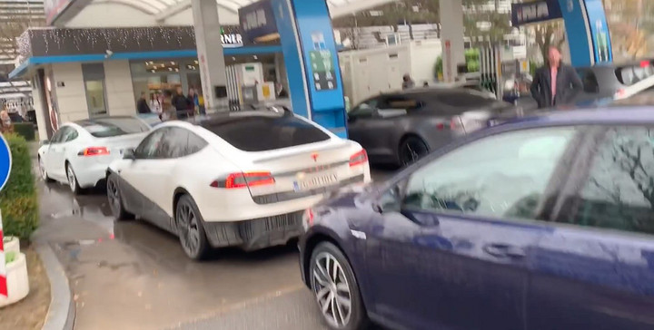 Tesla-electric-car-gas-station-protest.jpg
