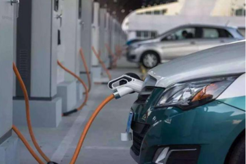 新能源二手车尴尬 特斯拉降30万再收