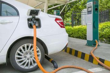 新能源车充电报告显示:北京每晚11时是充电量高峰