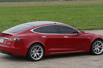 三个电机!新款特斯拉Model S刷新赛道纪录