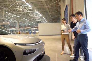 小鹏首次开放工厂,跟何小鹏直播工厂后老车主说:这是信心背书,更是智能标签