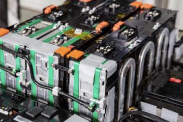 裸泳、灭火……比亚迪还要求动力电池能干什么?