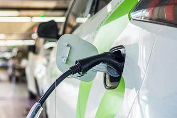 新能源汽车充电设施将全国一张网 接充电桩近40万个