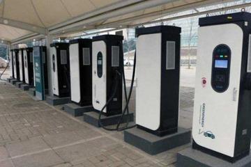 浦东机场停车楼配部分轨道移动式充电桩