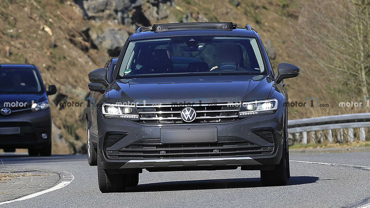 volkswagen-tiguan-facelift-spy-photo.jpg