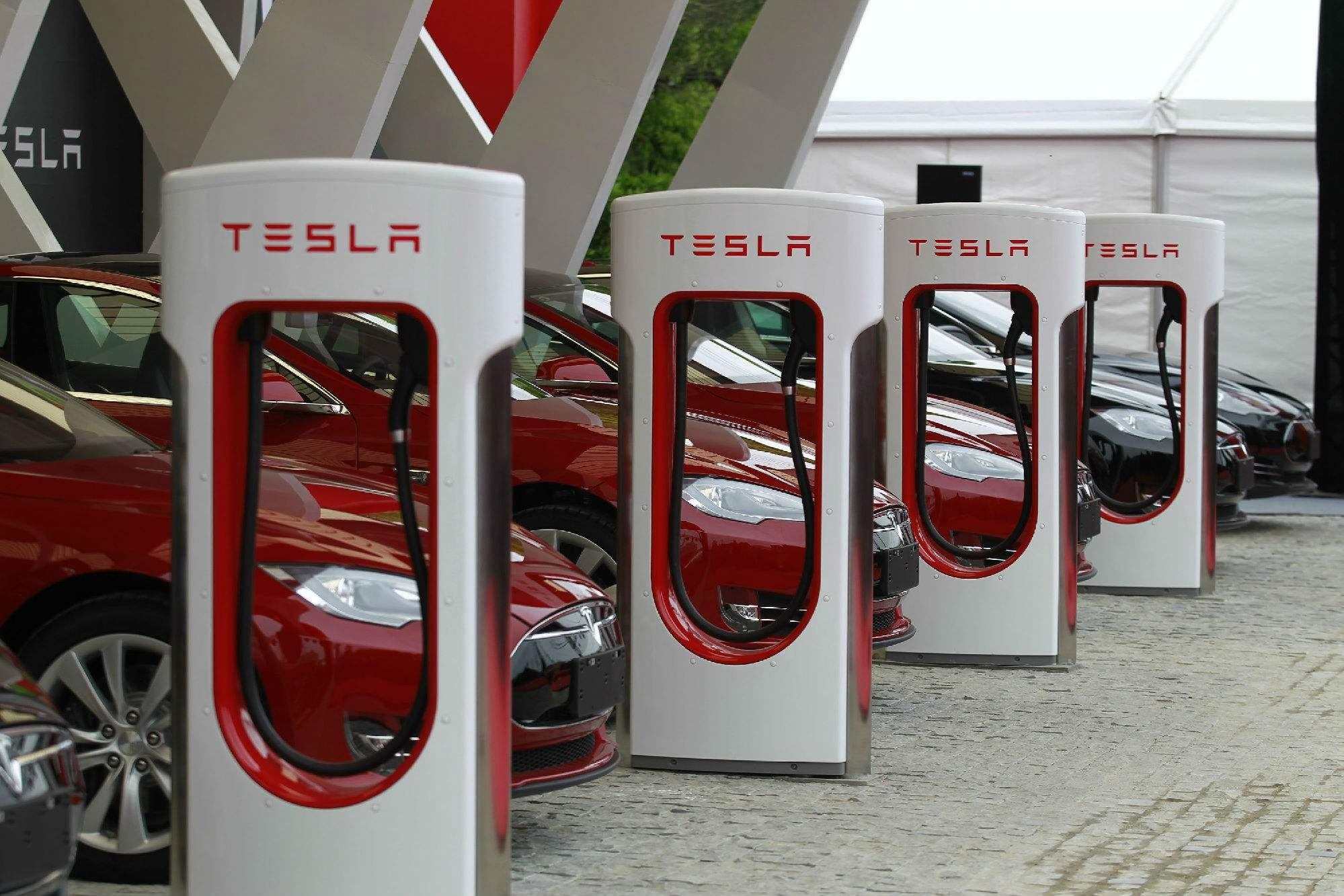 马斯克称中国充电桩表现出色 机构建议重点关注相关产业链