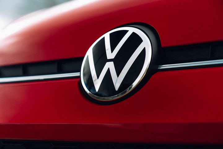 volkswagen-updates-uk-2021-model-range-with-new-tech-and-its-latest-logo_1.jpg
