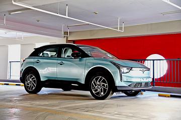 独家试驾哪吒U,用科技改变生活的智能纯电SUV