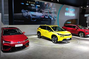 2020成都车展|广汽新能源埃安V首批车主交付、全家族亮相