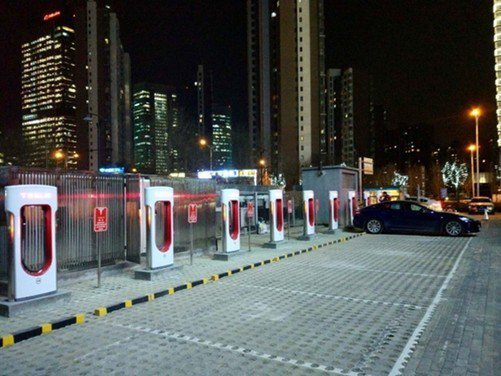 特斯拉在华将布局4000多充电桩 打通上海与伦敦