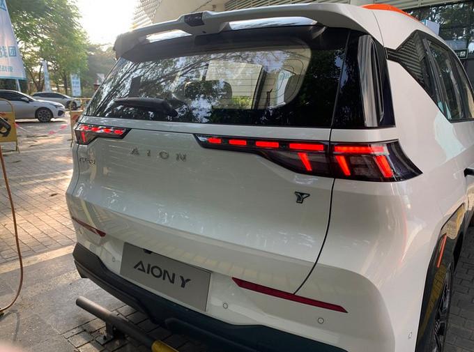 广汽埃安全新小型SUV街拍 造型足够科幻/4月上市-图2
