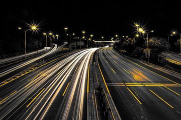 斯坦福大学研发无线充电技术 或可让电动汽车边行驶边充电