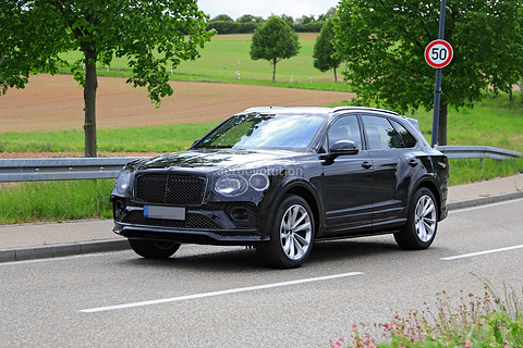 2021-bentley-bentayga-facelift-leaked-new-infotainment-looks-poorly-integrated_8.jpg