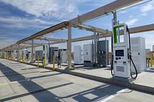 测高温快充技术 大众在沙漠中建充电站