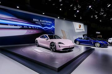 中国双首秀:保时捷携全新Taycan与结晶腐蚀版911艺术车亮相成都车展