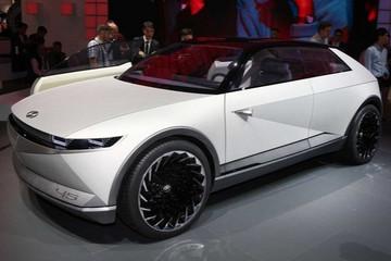 现代45内饰谍照曝光 纯电SUV/或2021年发布