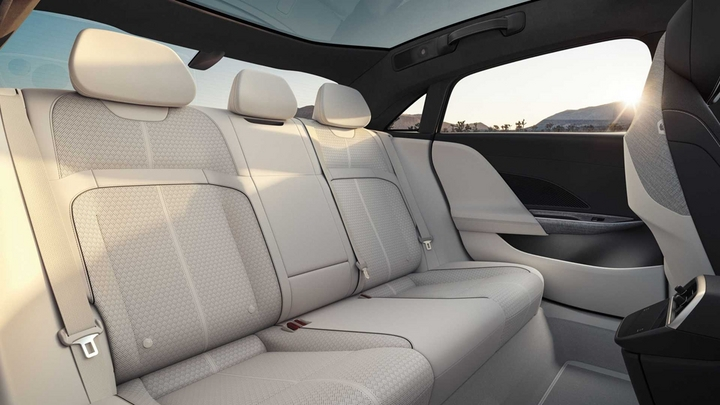 lucid-air-dream-edition-rear-seats.jpg