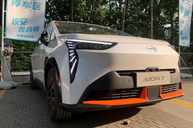 广汽埃安全新紧凑SUV街拍 造型足够科幻/4月上市